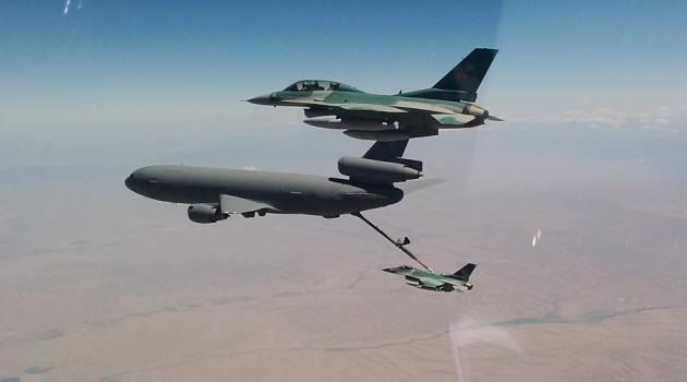 F-16 TNI AU saat Air Refueling di atas Samudra Pasifik