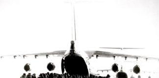 Prajurit VDV memasuki Il-76 untuk suatu operasi.
