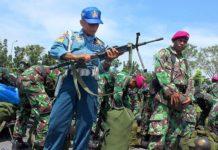 130 prajurit Korps Marinir TNI AL yang selesai melaksanakan penugasan menjaga kedaulatan NKRI di pulau Sebatik menjalani pemeriksaan senjata oleh provos marinir