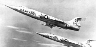 Sepasang F-104 Starfighter generasi awal dari 83rd Fighter-Interceptor Squadron, Hamilton AFB california, 1958.