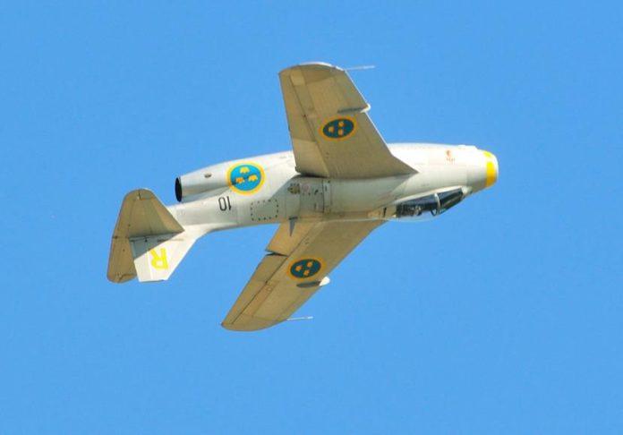 J29 Tunnan bermanuver aerobatik.