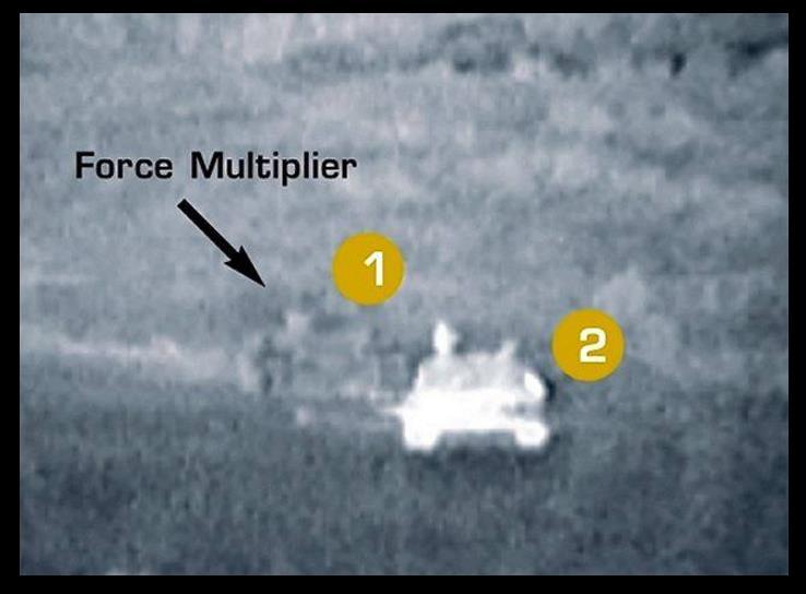 Tampak di perangkat penjejak helikopter: 1. Tank dengan Multi-spectral Camouflage System dan 2. Tank tanpa Multi-spectral Camouflage System.