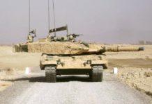 MBT Leopard 2 dalam camo gurun.