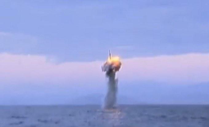 12-korea-utara-luncurkan-rekaman-ujicoba-misil-kapal-selam