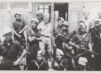 Pasukan T Ronggolawe bersama Letnan de Waard dari Belanda saat penyerahan Wonosobo