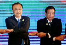 Chinese Premier Li Keqiang and Philippines President Rodrigo Duterte pose for photo during the ASEAN Plus Three Summit in Vientiane