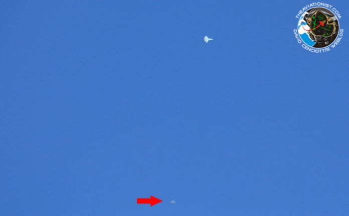 Dog Fight F-16 VS Su-27 Diatas Area 51