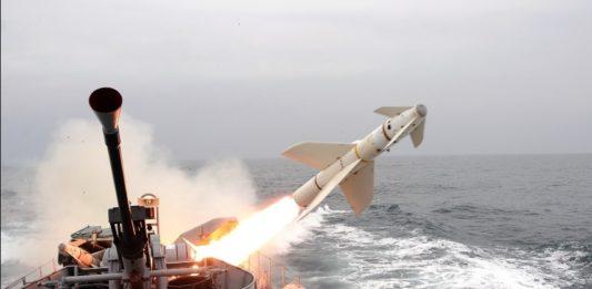 Rudal AGM-119 Penguin meluncur dari KCR Kartal milik AL Turki