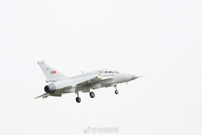 Varian Jet Tempur JF17B Kursi Ganda Laksanakan Penerbangan Perdana