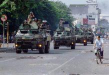 Pasukan TNI melakukan pengamanan pasca kerusuhan Mei 1998.