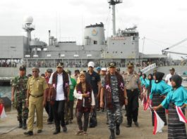 KRI Multatuli 561 Semarakkan Festival Pesona Kebangsaan Di Ende