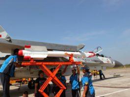 Rudal R-73 TNI AU alias AA-11 Archer di pasang di ujung sayap Sukhoi.