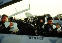 """LTJG Nick """"Goose"""" Bradshaw merupakan RIO dari Maverick di Film TOPGUN."""