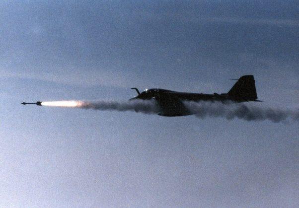 Grumman A6 Intruder Sang Penyusup Yang Tak Tergantikan