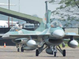 Pada saat Insiden Bawean, Indonesia masih dalam embargo militer terbatas oleh Amerika. Namun kesiapan F-16 masih bisa diandalkan. Buktinya adalah masih melakukan misi CAP jarak jauh hingga ke Aceh dalam rangka Operasi Militer di Aceh. F-16 dan pilotnya belum ada 20 menit pulang ke homebase dari opsmil di Aceh ketika panggilan kembali ke markas untuk melakukan VisID dikeluarkan oleh Komandan Skadron.