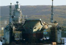 Admiral Kuznetsov di Floating Dry Dock D-50. kedua crane raksasa di kanan kiri dry dock tersebut rubuh dan menimbulkan kerusakan.