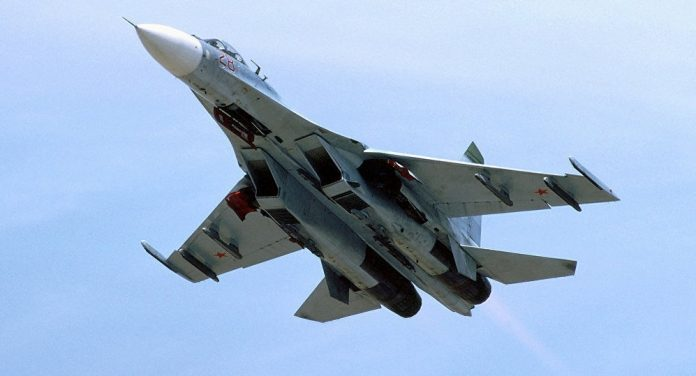 Su-27 Rusia Mencegat Pengintai Maritim P-8A Poseidon Amerika Di Atas Laut Baltik