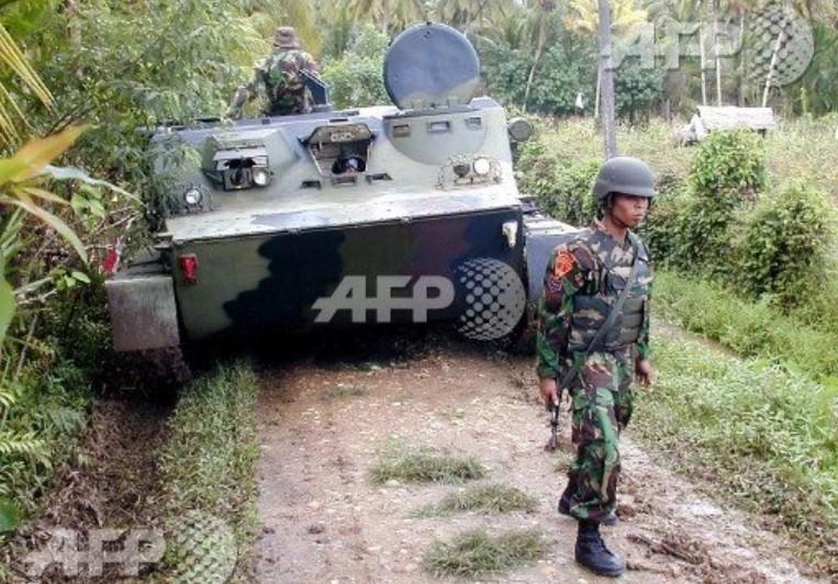 Patroli BTR-50 Marinir di Darurat Militer Aceh 2003